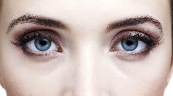 10 remédios naturais para as bolsas dos olhos